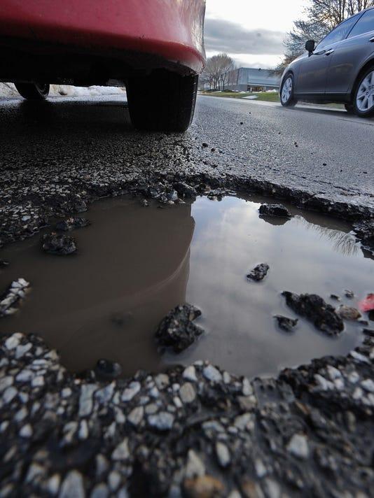 -11_potholes0113.jpg_20140113.jpg