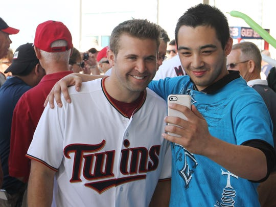 Christopher Mazzilli takes a selfie with Brian Dozier,