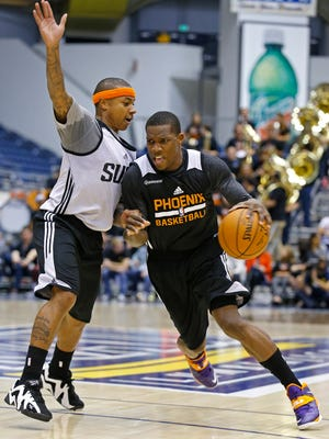 Phoenix Suns guard Isaiah Thomas guards Eric Bledsoe during their intrasquad scrimmage, Saturday, Oct. 4, 2014, on the campus of Northern Arizona University in Flagstaff, Ariz.