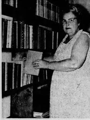 Madge Yoak, organizer of first Cape library, in 1962.