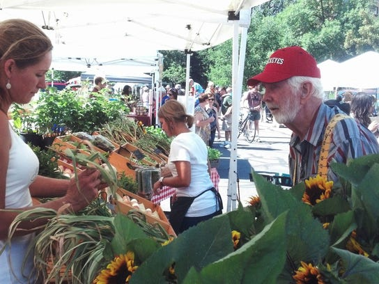 Your guide to 2017 noco farmers markets for Garden of life customer service