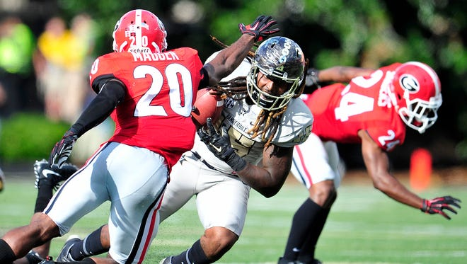 Vanderbilt tight end DeAndre Woods (15) leads the team with an 18.5 yards-per-catch average, but he tore his ACL in the third game.