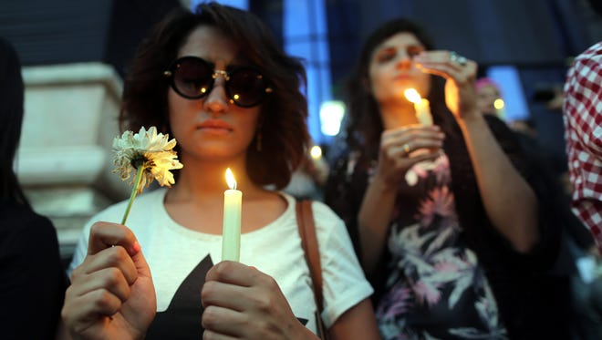 Egyptian journalists light candles during a candlelight vigil for the victims of EgyptAir flight 804, in front of the Syndicate of Journalists in downtown Cairo, Egypt, on May 24, 2016.