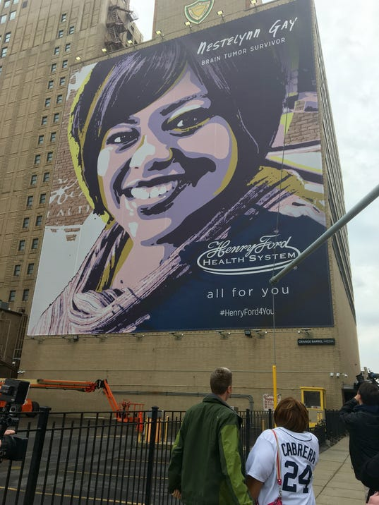 Detroit tigers fan beats brain cancer gets mural near for Comerica park wall mural