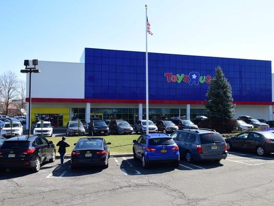 Toys 'R' Us declares bankruptcy
