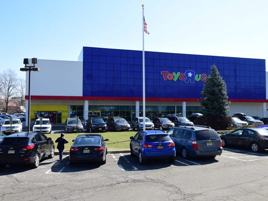 Toys 'R' Us declares bankruptcy
