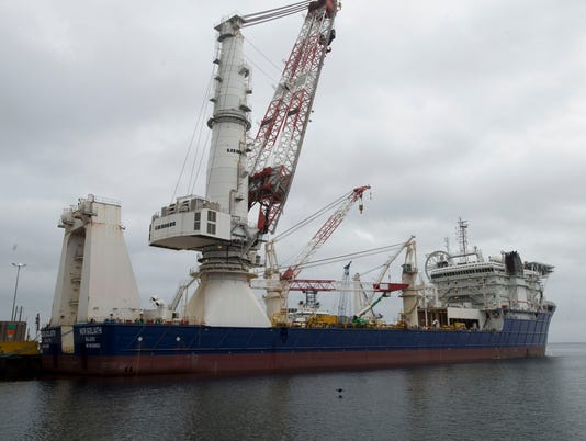 Off Shoreinland-Big Ships