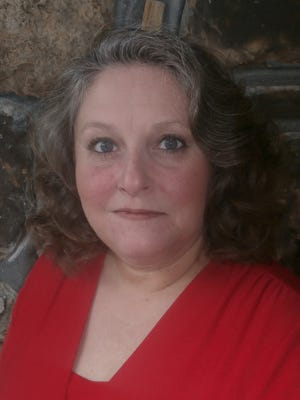 Karen Carter, of Yellville, announced her plans to run for Marion County Circuit and County Clerk in the 2016 election on Saturday.