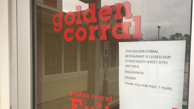 A sign taped to the door announces the closure of Golden Corral in Vineland.
