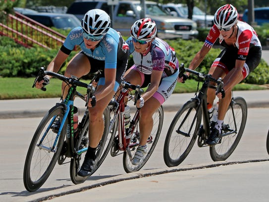 Emily Newsom of Team Elevate Racing takes control of