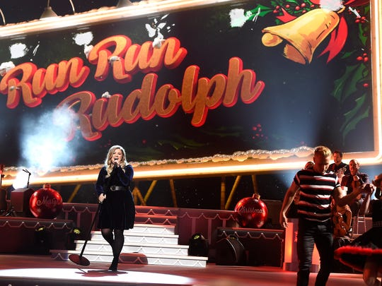 Kelly Clarkson performs at the CMA Country Christmas