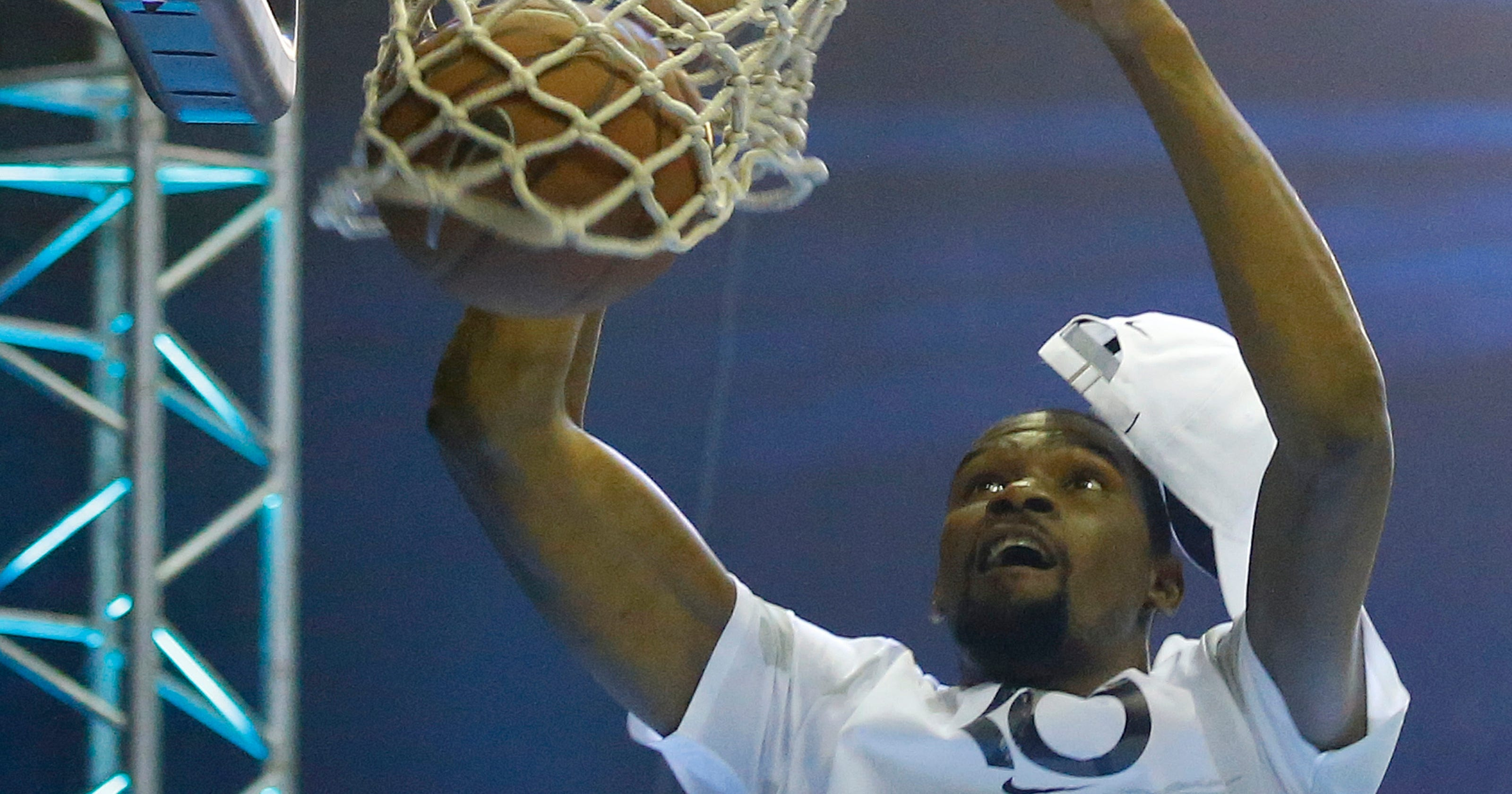2ebaca26aae Kevin Durant spars with 17-year-old who questioned legacy on Instagram