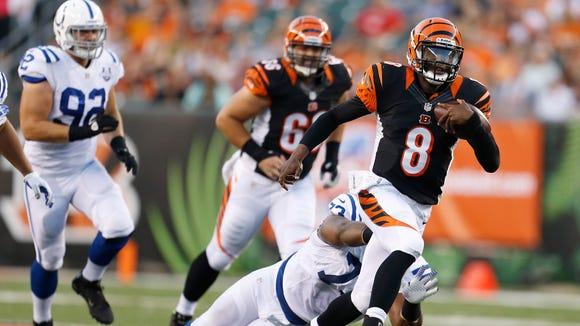 Cincinnati Bengals quarterback Josh Johnson (8) runs the ball in the second quarter against the Indianapolis Colts at Paul Brown Stadium.  The Enquirer/Jeff Swinger