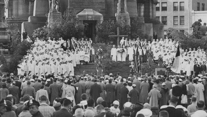 Easter on the Circle 1958.  Hundreds attended the traditional interdenominational Sunrise Service.