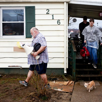 Randall Klingsmith Jr., left, helps move his father-in-law