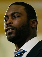 Pittsburgh Steelers quarterback Mike Vick speas during a news conference, Tuesday, Dec. 8, 2015, at the state Capitol in Harrisburg, Pa.
