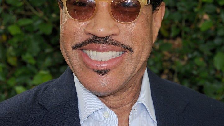 BEVERLY HILLS, CA - OCTOBER 04: Singer Lionel Richie