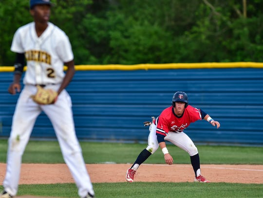 Kade Sonnier takes a lead from first as Carencro baseball