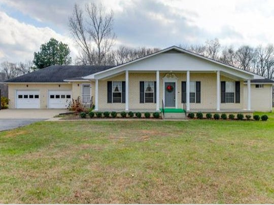 ROBERTSON COUNTY: 2038 Lawrence Lane, Springfield 37172