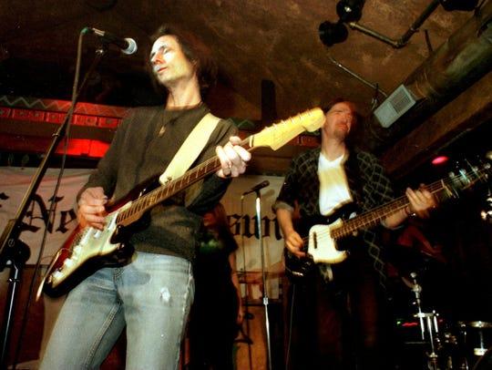 Lenny Kaye (left) at the Melody Bar, New Brunswick,