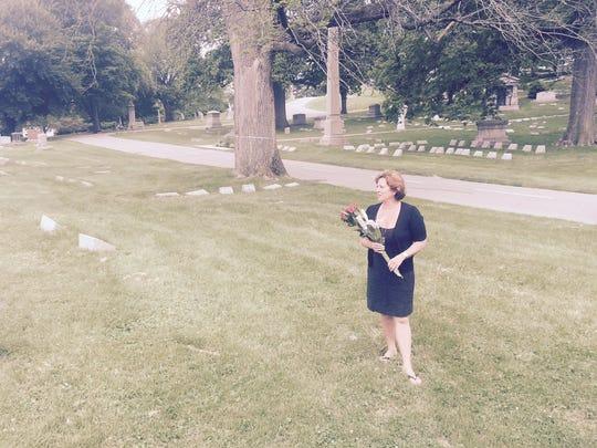 Marianne Lanman Salaymeh, Morris' great-great-granddaughter, at his gravesite.