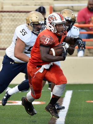 Mansfield Sr. runner Brian Benson races out in front of 2 St. John's defenders in first quarter action at Arlin Field on Sept. 9. Walt Butler/News Journal