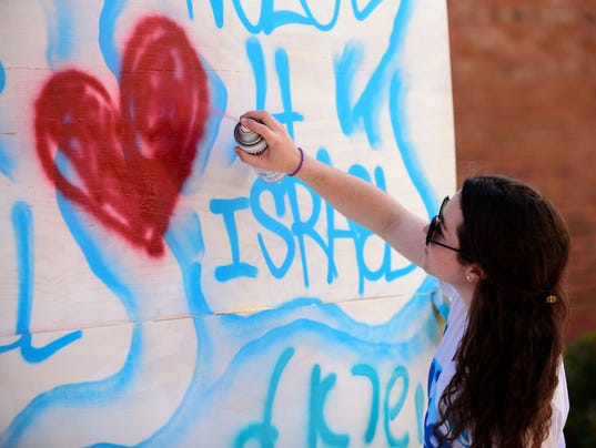 635937307403240711-FSV-Noles-for-Israel-Graffiti-for-Peace-BB-03142016-0007.jpg