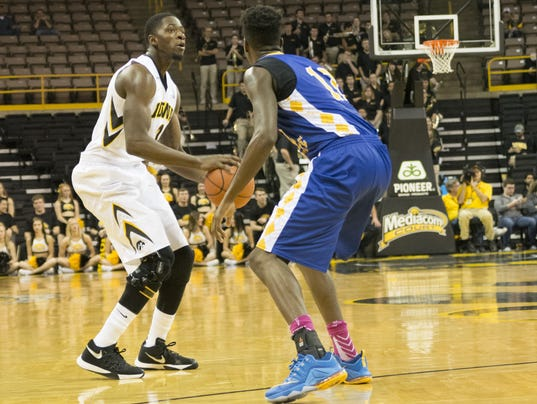 636047088635490113-Iowa-men-vs-Coppin-State-13.jpg