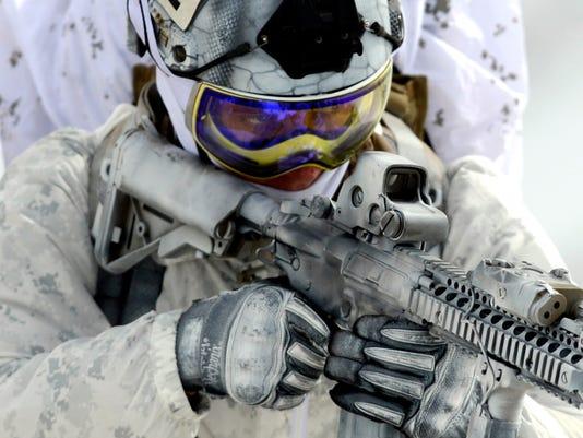 635756905615584924-navy-seal-mountain-warfare-17