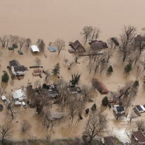 Heavy rains cause flooding in central U.S.