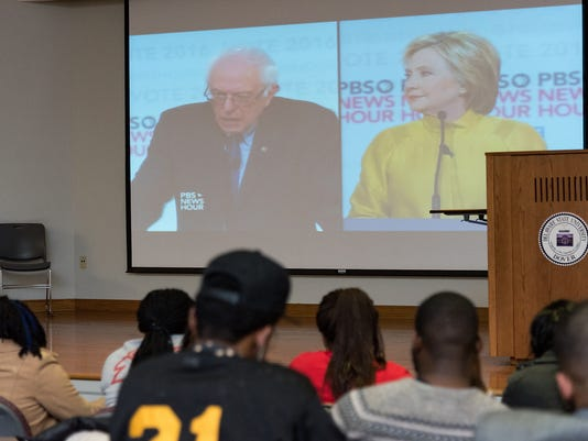 DSU College Democrats hold a watch party for the democratic debate