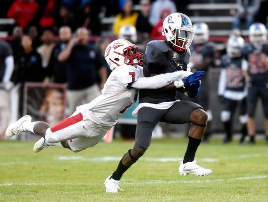 Everett High's Patrick Ellis, right, catches a pass