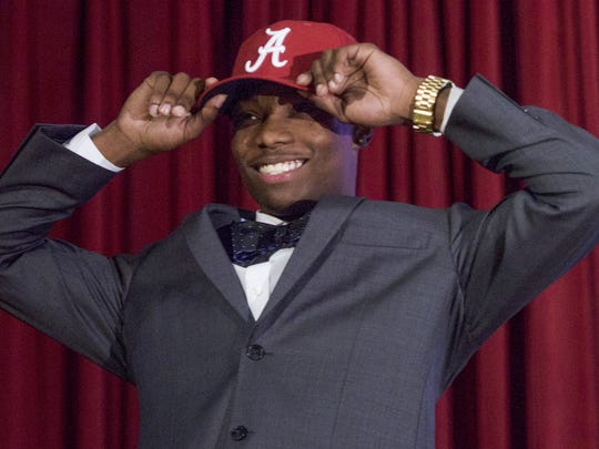 Henry Ruggs, III, announces that he is signing with Alabama during the signing ceremony at Lee High School in Montgomery, Ala., on National Signing Day Wednesday February 1, 2017.