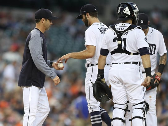 Brad Ausmus removes Daniel Norris from the game in