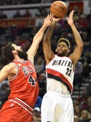 Portland Trail Blazers forward Allen Crabbe (23) shoots the ball on Chicago Bulls forward Nikola Mirotic (44) during the first quarter of an NBA basketball game in Portland, Ore., Tuesday, Nov 24, 2015.