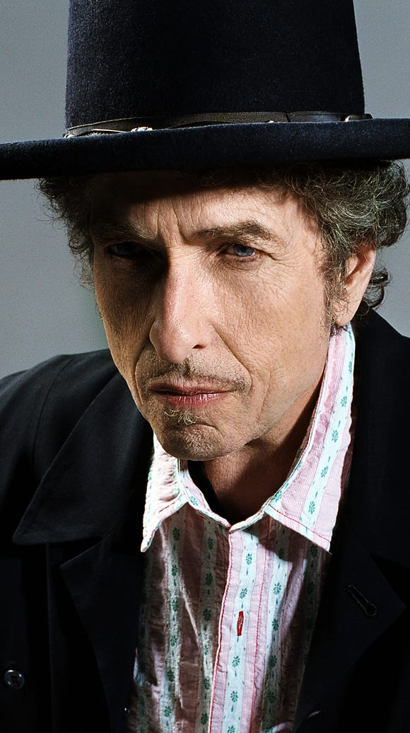 Iconic singer-songwriter Bob Dylan performed in El