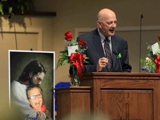 http://www.gannett-cdn.com/-mm-/e6b3572e8e2aa7a2fb15ebdbf5a614ed5a4d6735/c=69-0-1132-799&r=x404&c=534x401/local/-/media/2016/10/05/CarolinaGroup/Anderson/636112654476323551-funeral8.jpg