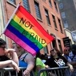 Según la encuesta, el 92% de los jóvenes adultos está a favor de medidas de prevención del VIH y sida, el 90% apoya el empleo igualitario y el 80% apoya la adopción por parte de personas LGBT.
