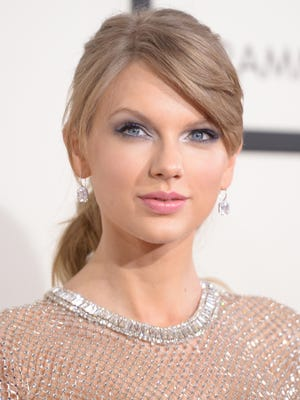 Taylor Swift arrives on the Grammy red carpet.