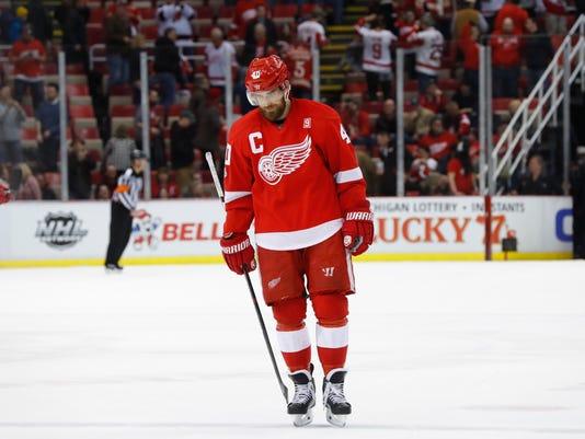 636214995097789133-AP-Devils-Red-Wings-Hockey-M-7-.jpg