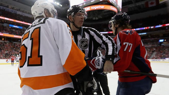 Washington's T.J. Oshie, right, has become familiar with the Flyers between this season and last year's playoff series.