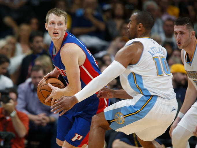 Pistons forward Kyle Singler gets trapped in the corner