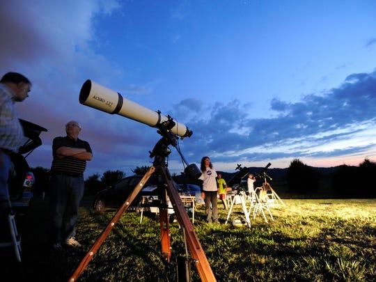 Join members of Nashville's Barnard-SeyfertAstronomical Society for some free star gazing Friday night at Long Hunter State Park.