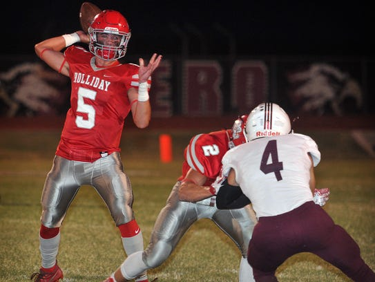 Holliday Eagles quarterback Jett Johnson (5) throws