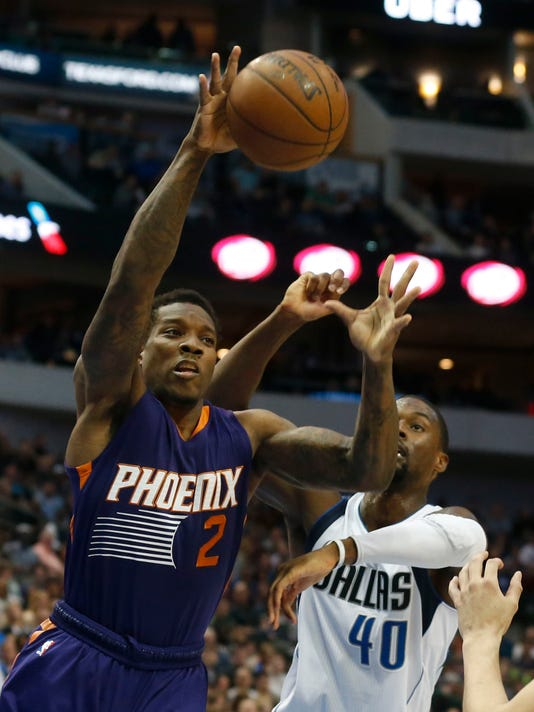Phoenix Suns guard Eric Bledsoe (2) grabs a rebound in front of Dallas Mavericks forward Harrison Barnes (40) during the first half of an NBA basketball game in Dallas, Saturday, March 11, 2017. (AP Photo/Michael Ainsworth)