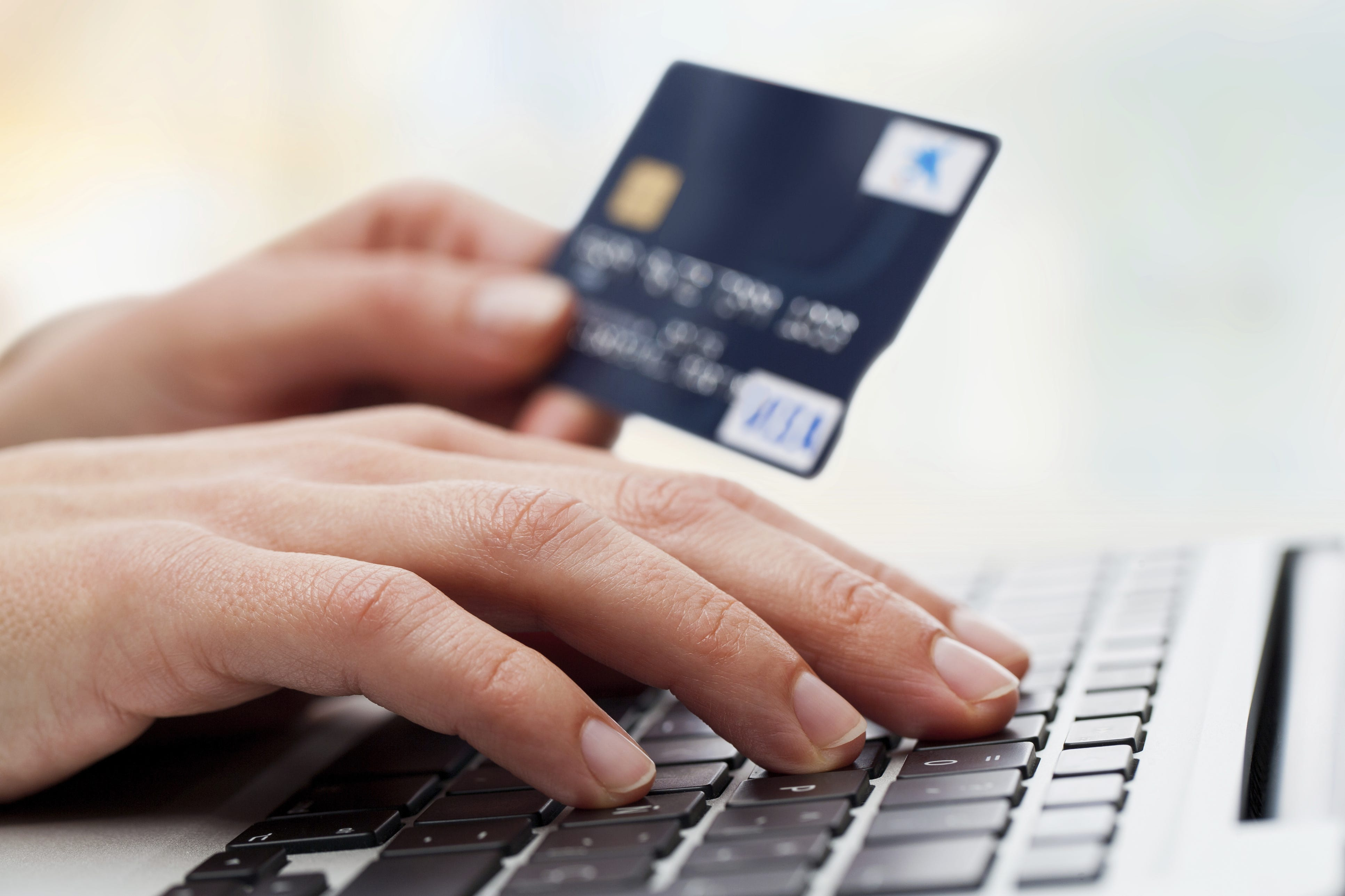 Advise a good debit card with interest accrual on the balance of own funds