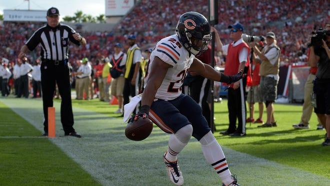 Bears running back Ka'Deem Carey scores on a 1-yard touchdown reception during the fourth quarter.