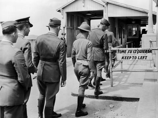 En esta foto capturada el 25 de marzo de 1942, soldados