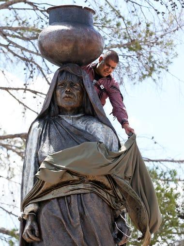 A statue of a Tigua woman named Nestora Granillo Piarote