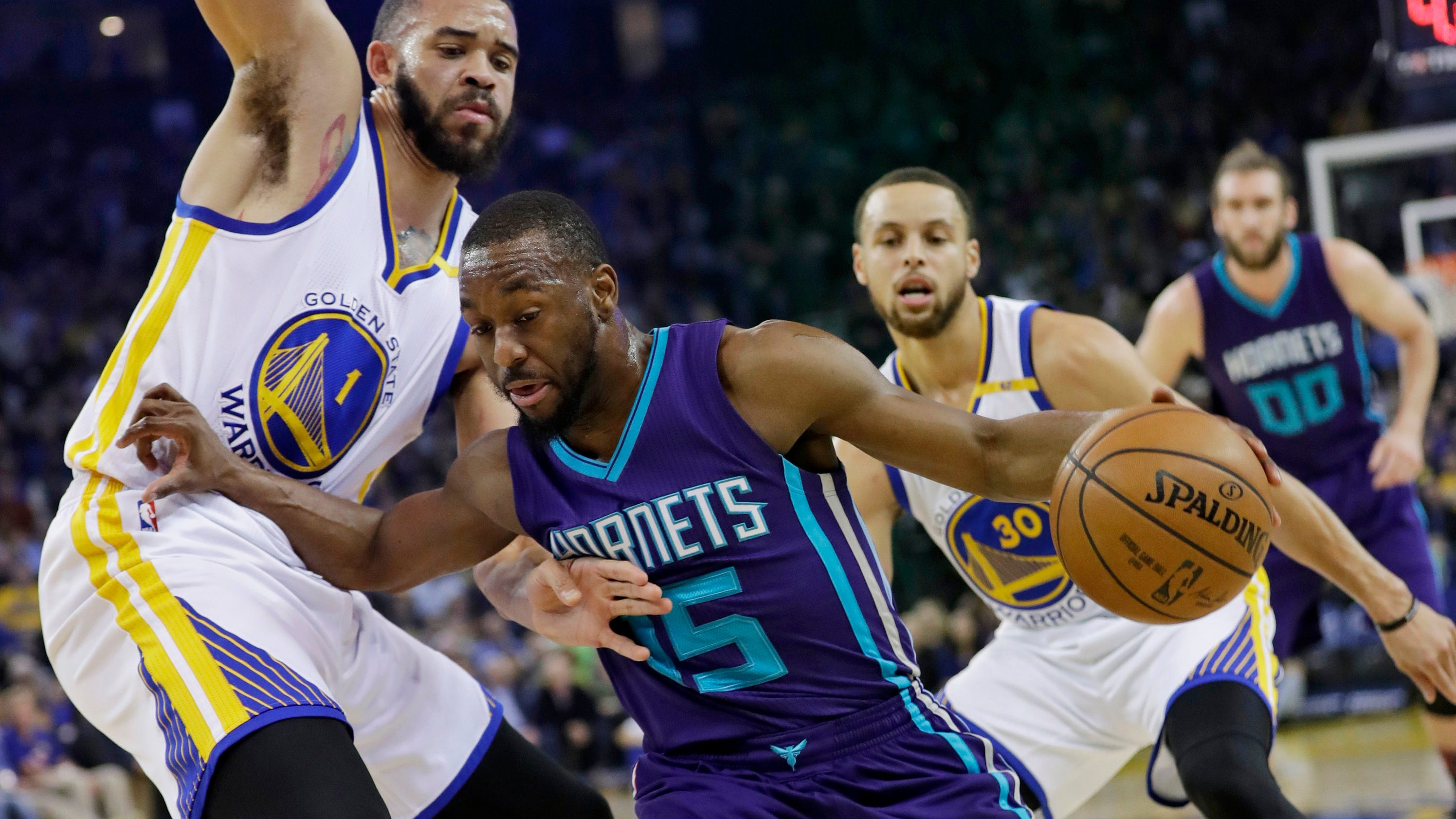 Stephen Curry's 3-point clinic leads Warriors past Hornets